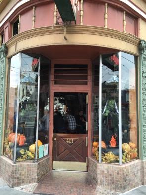 Bar-decs on Castro corner